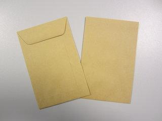 Bruine enveloppen